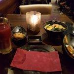 Eine Auswahl an Gerichten. (links nach Rechts: geb. Heilbutt, vegetarische Nudel-Suppe, Muscheln