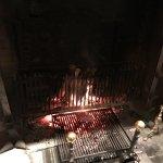 暖炉でお肉、焼いています!