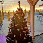 Мы позаботимся о Вашем новогоднем настроении, рождественскую елку украшали всей командой!