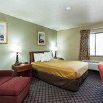 Photo of Econo Lodge Inn & Suites Des Moines