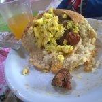 Pão com Porco ao Molho e Ovo Mexido