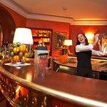 Gerne verwöhnt Sie unsere Barchefin mit Cocktails