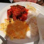 Salmón con arroz, y macarrones con queso