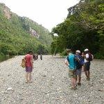 Wandelen langs de rivier