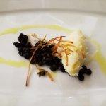 Quenelle di spuma di baccala' su lenticchie nere di Leonforte