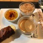 café gourmand - brownie, creme brûlée (froide), mousse rhubarbe crumble