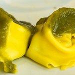 Tortelloni ripieni di faraona su crema di broccolo fiolaro.