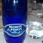 Agua mineral.
