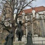 Plaza delante de la catedral.