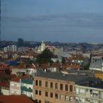 Stadtblick in Porto aus dem Hotelrestaurant beim Frühstück am Morgen