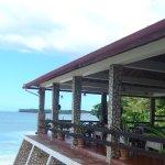 Restaurangen sett från den lilla beachen bakom hotellet