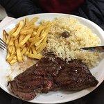 Esta é a francesinha muito bem servida!!! O segundo prato, prato econômico de bife, muiiito bom!