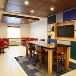 Holiday Inn Express Pittsburgh-Bridgeville Photo