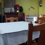 Local limpio y de decoración sencilla, muy práctico