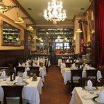 Uno de los confortables comedores de Casa Paca en Salamanca.