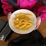Kleine Pommes für CHF 9.00 (Kinderhände)