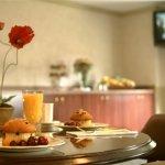 Photo de University Inn Hotel