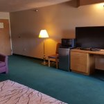 King Suite with Hot Tub- TV, Fridge, Microwave and Desk area