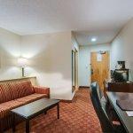 Photo of Comfort Suites Salem