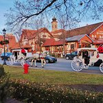 Carriage rides in front of the Bavarian Inn