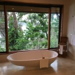 Windward Pavilion: bathroom