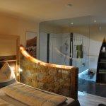 Schlafzimmer 2 im Erdhaus mit Bad