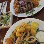 Hoofdgerecht: Griekse vis- en vleesschotel