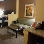 Comfort Suites East resmi