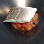Bacalao confitado con fondo de verduras