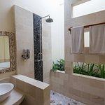 viel Licht - Bad in der Villa