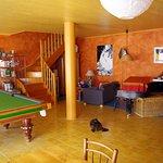 salon/salle à manger avec piano, billard, bibliothèque, DVD