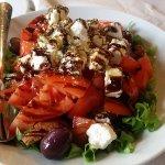 Σαλάτα παραδοσιακή...γευστικά άπαιχτη