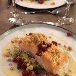 Plat du jour: pavé de saumon, poireau et groseilles. Aussi bon que beau!