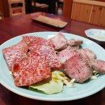這是200g 牛肉, 右邊牛舌, 左邊忘記。