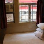 シングルルーム。1人で泊まるには十分の広さ。