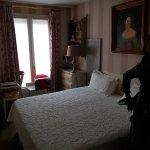 Chambre avec un grand lit de 1.80