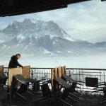Zicht op de Zugspitzberg vanuit de bar