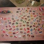 Mantel del local en el cual aparece la palabra patata en diferentes idiomas o países con su band