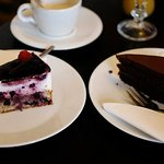 sacher a borůvkový dort