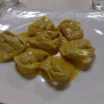 Cappellacci di zucca su crema di parmigiano reggiano