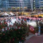 Weihnachtsmarkt vor dem Terminal