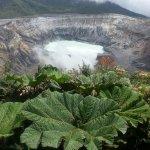 Gran volcan cerca de San Jose con sus olores tipicos a podrido y su humo
