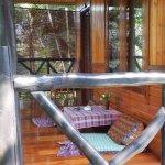 Terrasse des Gartenbungalows, die Matten auf dem Boden sind gemütlicher als sie aussehen