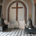 Las primeras campanas de La Iglesia, se encuentran al entrar.