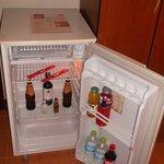 Minibar, todas nuestras habitaciones cuentan con minibar con productos con costo adicional.