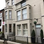 Located directly opposite to the picturesque Museum Gardens and a 5 minute walk into the city ce