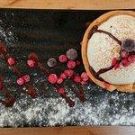 Tarta de yoghourt, trufa y frambuesa
