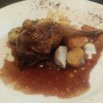 Cuisine raffinée et savoureuse dans un cadre chaleureux et épuré. A recommander.