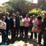 En el patio de la casona con los propietarios (don Pedro y dña. Luz Marina)