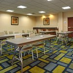Photo de Holiday Inn Express Hotel & Suites Midwest City